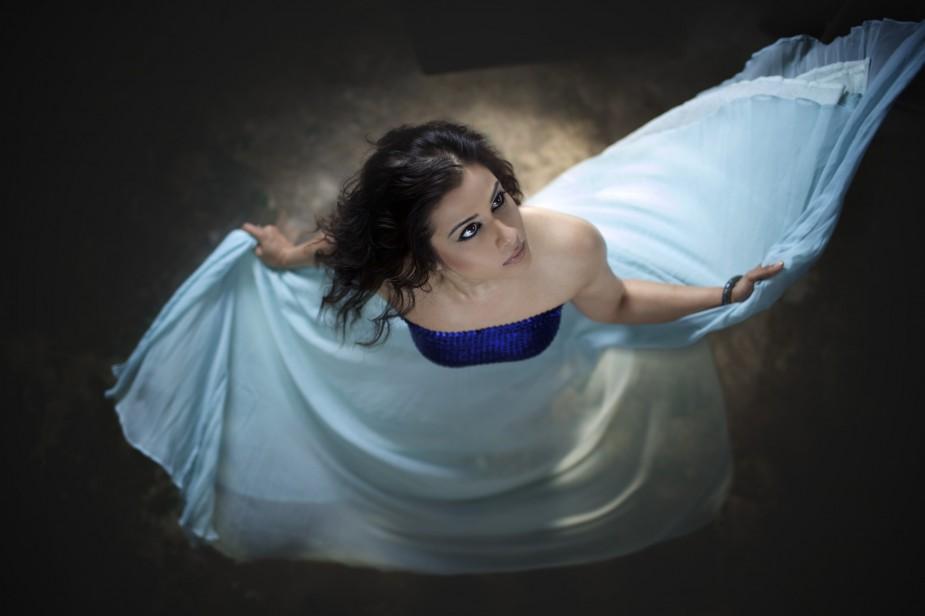 Anita-Majumdar-Studio-Shot-925x616